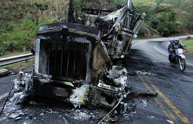 Camión quemado en Dagua