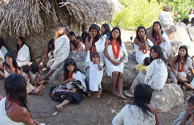 Image result for indigenas sacados de sus tierras